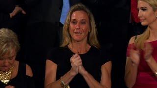 トランプ大統領初の議会演説で全米が涙した理由